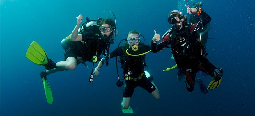 3 female divers